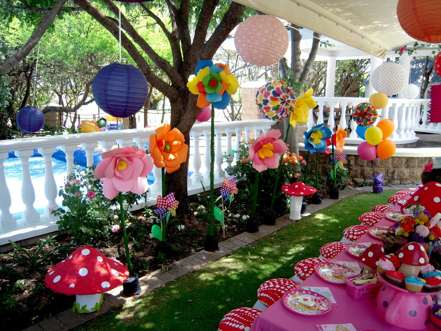 Alice In Wonderland Hedgehog Lane Themed Party Decor