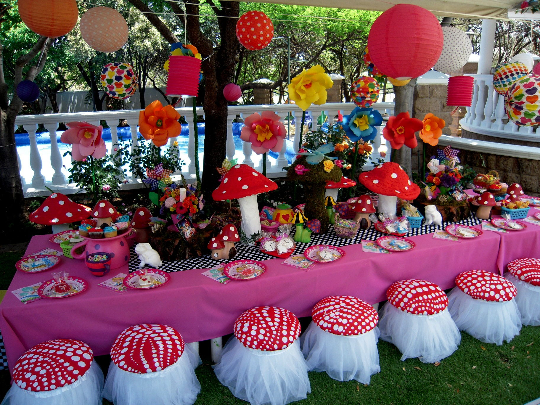 Alice In Wonderland Party Decorations Part - 21: Alice In Wonderland Kids Party Table Decor