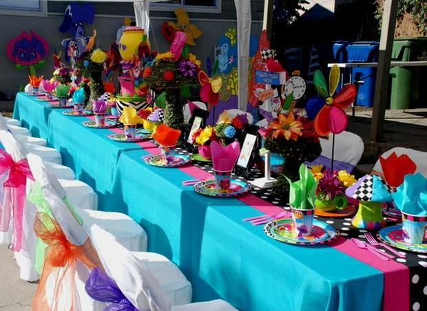 Hedgehog Lane:Themed Party Decor - Alice In Wonderland